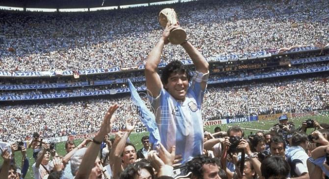 Umro legendarni fudbaler Dijego Maradona (FOTO/VIDEO)