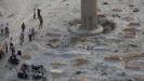 Policija u Indiji pronašla tela na obali reke Gang, sumnja se da su žrtve kovida-19