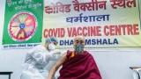 Dalaj Lama posle primanja prve doze pozvao sve da se vakcinišu protiv korona virusa (VIDEO)