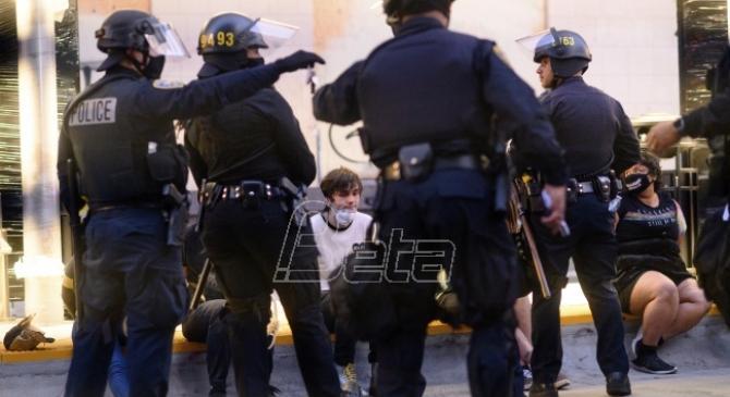Na protestima u SAD uhapšeno najmanje 5.600 demonstranata (VIDEO)