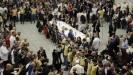 Papa Franja ugostio 1.500 siromašnih i beskućnika na ručku u Vatikanu