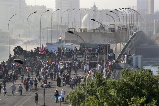 Demonstranti organizovali miran protest na jednom mostu u Bagdadu