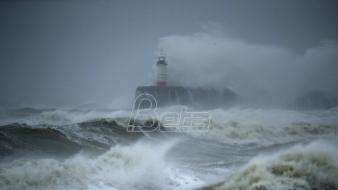 Oluja Denis zahvatila Veliku Britaniju, stotine upozorenja na poplave