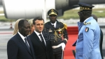 Makron u Abidžanu proslavio 42. rodjendan i dobio titulu poglavice