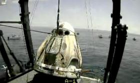 Astronauti NASA vratili se na Zemlju spuštanjem kapsule padobranom u more