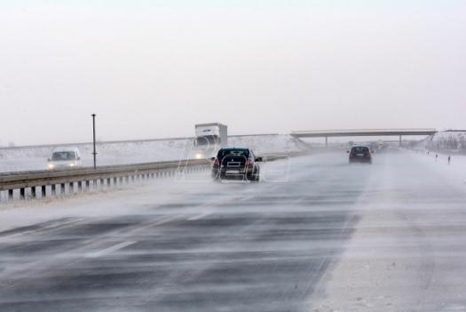 AMSS: Mokri kolovozi, u višim predeli ugažen sneg
