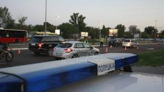 Automobil sleteo sa puta i udario u stub, poginula jedna osoba