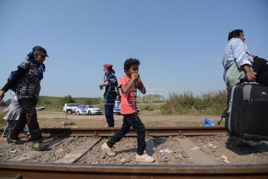 Madjarska otvorila vojnu bazu na granici sa Srbijom da zaustavi migrante