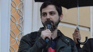 Zbog poskupljenja struje Omladina Narodne stranke delila u Beogradu ćumur i sveće