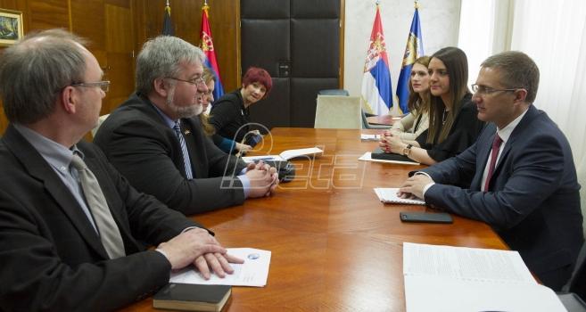 Stefanović sa predsednikom parlamentarne grupe Bundestaga o migrantskoj krizi