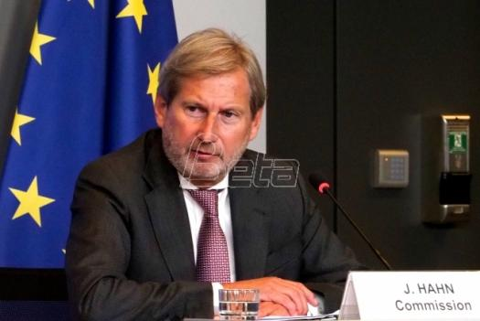 Hahn Appeals to Macedonians to Vote in Referendum, Show Maturity