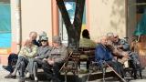 Dveri:  Zakon o privremenom uređivanju načina isplate penzija je nasilje