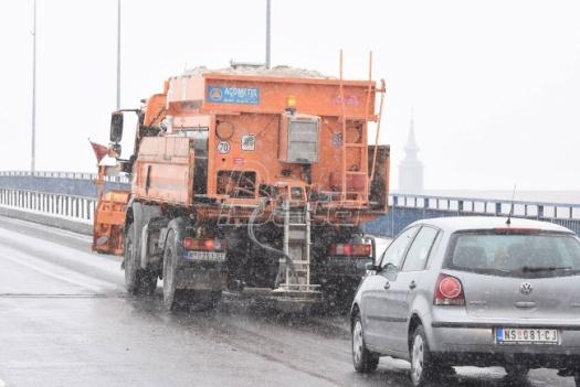 AMSS: Otežan saobraćaj na važnijim putevima, oprez zbog leda