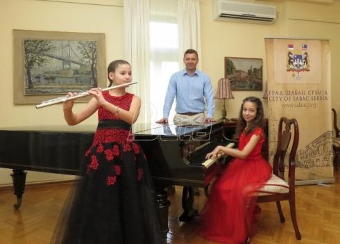 Šapčanke Jana i Irina muzikom osvojile Berlin