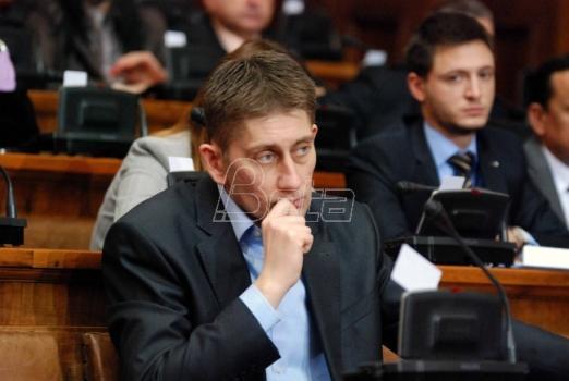 Radikali u Skupštini dele knjigu s govorima poslanika Martinovića