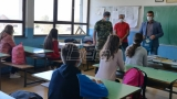 Vojska Srbije seoskim školama na Pešteru donirala 2.000 maski za zaštitu od korona virusa