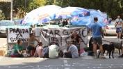 Gradjani nastavljaju protest na Karaburmi zbog smrti dečaka do ispunjenja zahteva