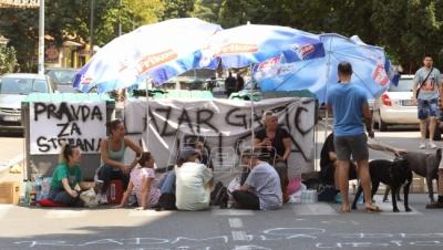 Gradjani nastavljaju protest na Karaburmi zbog smrti ...