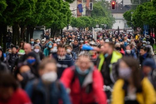 Hiljade biciklista protestovali protiv vlade u Sloveniji (VIDEO)