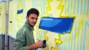 Mladi umetnik Dušan Djurić oslikava fasadu zgrade Istorijskog arhiva