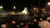 Policija uspostavila kontrolu u okolini Skupštine Srbije, potiskuje demonstrante