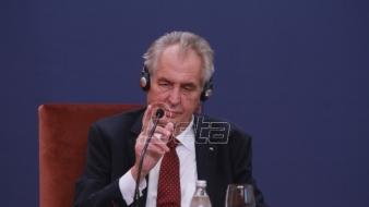Zeman ponovio da će postaviti pitanje mogućnosti preispitivanja stava o Kosovu