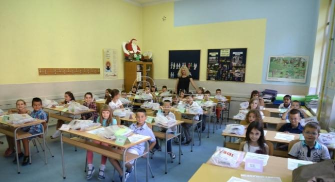 DS: Nastavnici trpe pritiske da učestvuju u kampanji SNS