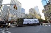 Smreka od 23 metra glavni božićni ukras pred Centrom Rokfeler u Njujorku
