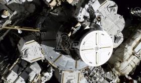 Prvi put dve žene zajedno izašle u svemirsku šetnju (VIDEO)