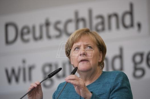 Merkel: Amerika koja se bavi samo sobom nije velika Amerika