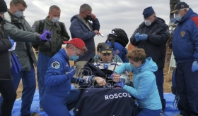 Trojica astronauta se posle šest meseci provedenih u MSS bezbedno vratili na Zemlju