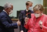 Maske i rodjendanski pokloni na vanrednom samitu EU