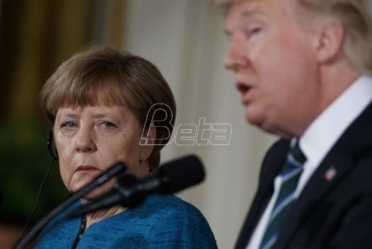 Portparol: Tramp nije čuo predlog Angele Merkel da se rukuju (VIDEO)