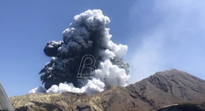 Vulkan na Novom Zelandu izbacuje još pare i blata, odloženo izvlačenje tela