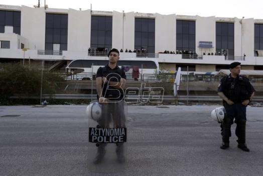 Evakuisani migranti kod starog aerodroma u Atini