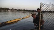 Uhapšeni članovi posade broda koji uklanja izliveni mazut kod Atine