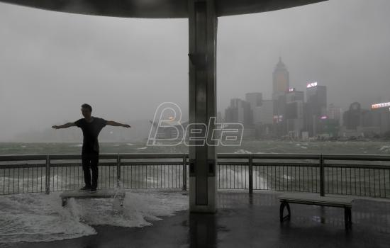 Tajfun pogodio Makao i Hongkong, najmanje tri osobe poginule (VIDEO)