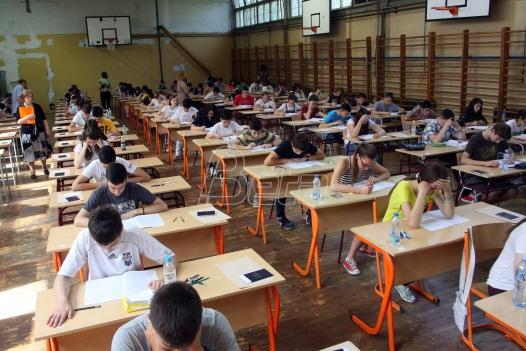 Ministarstvo prosvete: Test iz maternjeg jezika polagalo 69.726 osmaka