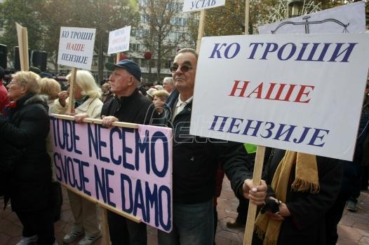 Sindikat traži da Vučić penzionerima vrati primanja