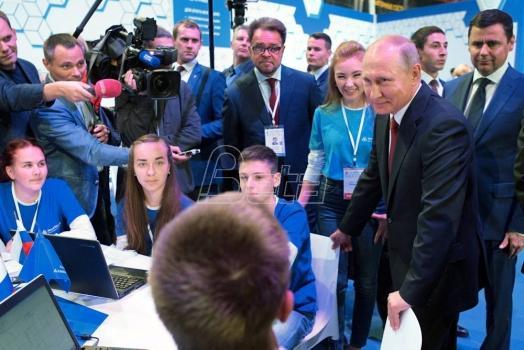 Putin: Lider u oblasti veštačke inteligencije će vladati svetom