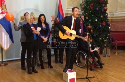 Poslanici DJB otpevali pesmu 'Pada Vlada' (VIDEO)