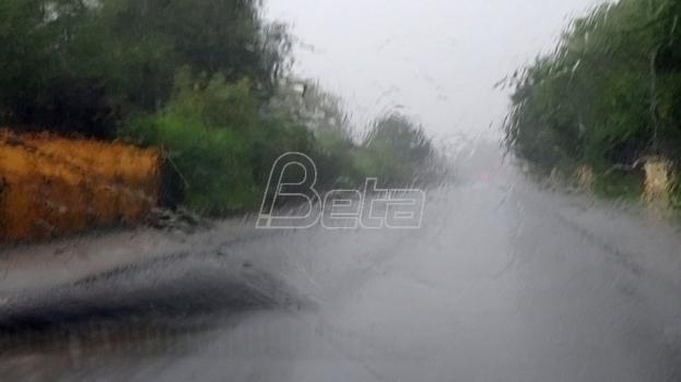 Obilna kiša u Istri, vatrogasci pomažu zbog poplava