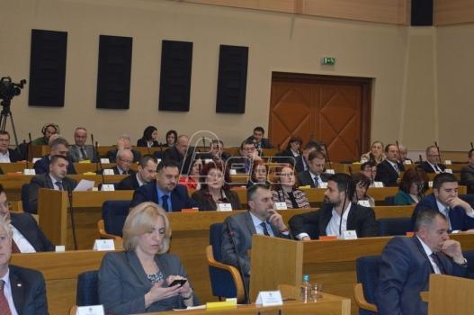 Opozicija fizički blokirala rad parlamenta RS