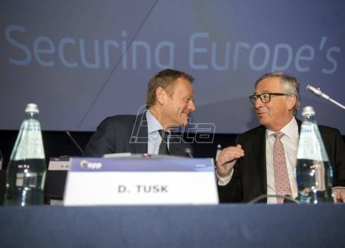 Tusk i Junker čestitali Vučiću