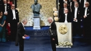 Peteru Handkeu uručena Nobelova nagrada uz proteste i bojkot. Kristina Doktare vratila Nobelovu nagradu za mir zbog Handkea