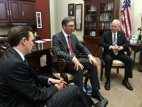Vučić u Vašingtonu razgovarao sa senatorima Džonsonom i Marfijem