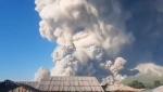 Vulkan Sinabung u Indoneziji izbacuje pepeo (VIDEO)
